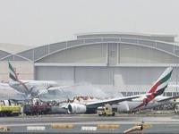 Máy bay hãng Emirates bốc cháy, hàng nghìn hành khách mắc kẹt