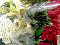 Trước dịp 20/10: Hoa tươi tăng giá, nhiều quà tặng giảm sâu