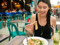 Đi du lịch nên ăn uống thế nào để đảm bảo sức khỏe?