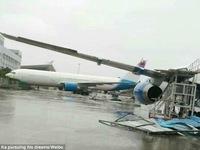 Trung Quốc: Máy bay bị thổi bay vì bão Meranti