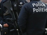 Pháp bắt giữ 2 cảnh sát Bỉ chở người di cư xuyên biên giới