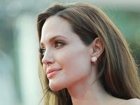 Angelina Jolie - Người phụ nữ mạnh mẽ chiến đấu với ung thư
