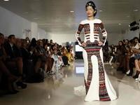 Cô gái Ấn Độ bị tạt axit tỏa sáng trên sàn thời trang New York