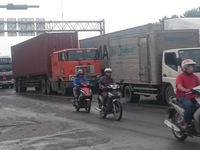Đề xuất lập tổ công tác 24/24 để giảm ùn tắc cảng Cát Lái