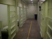 Mỹ: Bắt cóc con tin ngay trong trại giam