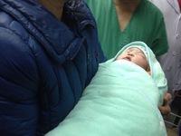 Em bé được mang thai hộ đầu tiên ở Việt Nam chào đời