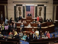 Mỹ: Biểu tình ngồi tại Hạ viện yêu cầu kiểm soát súng đạn