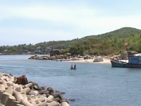 Bồi lấp cửa biển, ngư dân Quảng Ngãi khốn đốn