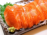 Bạn đã biết cách phân biệt cá hồi tự nhiên và cá hồi nuôi?