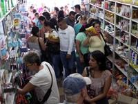 Venezuela: Hàng trăm nghìn người dân đổ xô qua biên giới mua thực phẩm