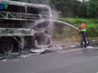 Cháy xe khách trên đường Hồ Chí Minh