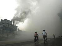 Trung Quốc ban bố cảnh báo đỏ ô nhiễm không khí