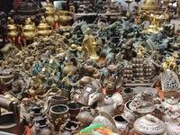 Ghé thăm chợ đồ cũ, đồ cổ độc nhất trong năm tại Hà Nội
