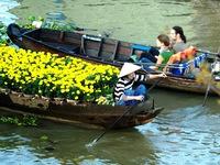 Vẻ đẹp rực rỡ của chợ nổi Cái Răng vào mùa Xuân
