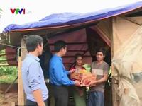 Tuổi trẻ Quảng Bình vượt lũ cứu trợ người dân