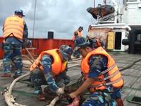 Cứu thành công 11 ngư dân gặp nạn trên biển Phú Quý
