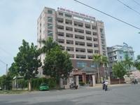 Bệnh viện nợ lương 8 tháng, nhân viên y tế đình công
