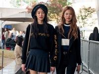 Màu đen cá tính 'phủ sóng' thời trang đường phố Hàn Quốc