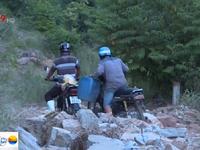 Đường bị tàn phá nghiêm trọng sau mưa lũ tại Khánh Hòa