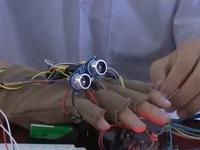 Học sinh lớp 12 chế tạo găng tay thông minh cho người khiếm thị