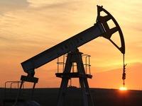 Giá dầu tăng vọt lên mức cao nhất 15 tháng