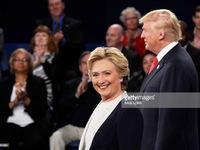 Bà Hillary Clinton duy trì cách biệt an toàn với ông Donald Trump