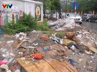Hà Nội: Rác bẩn ngập tràn bao vây trường mầm non