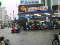 Nhiều tuyến đường ở Huế ngập úng sau những ngày mưa lớn