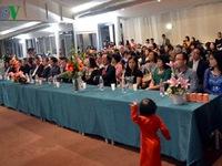 'Phụ nữ Việt Nam - Giữ gìn bản sắc dân tộc và hội nhập'