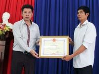 Tài xế xe tải cứu xe khách nhận Bằng khen của Chủ tịch UBND tỉnh Lâm Đồng
