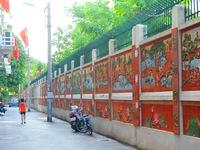 Người dân Thủ đô tự bỏ tiền làm con đường tranh gốm xóa bỏ 'tường rác'