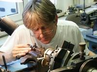 Hai nghệ nhân chế tác đồng hồ đặc biệt tại Đức