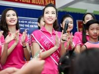 Hoa hậu Việt Nam 2016 đón Trung Thu sớm cùng các trẻ em mồ côi