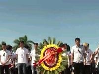 Đoàn thanh niên kiều bào dâng hương tại Thành cổ Quảng Trị