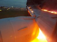 Máy bay Singapore bốc cháy nghi ngút khi hạ cánh khẩn cấp