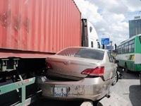 TP.HCM: Xe container mất lái gây tai nạn, ít nhất 5 người bị thương