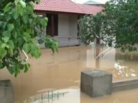 Mưa lũ tại miền Trung: 4 người thiệt mạng, hàng nghìn ngôi nhà chìm sâu trong nước