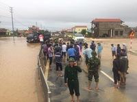 Tập trung ứng phó, khắc phục ách tắc giao thông do mưa lũ