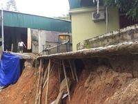 Sau mưa lũ, 20 hộ dân ở Nghệ An sạt lở nghiêm trọng