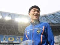 Gangwon FC ví Xuân Trường với Park Ji Sung