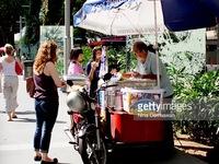 Ẩm thực đường phố Singapore có nguy cơ mai một
