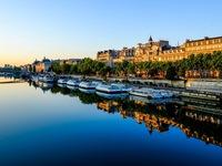 Pháp cấm ô tô xung quanh sông Seine