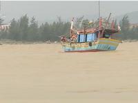 Chìm tàu cá tại cửa Gianh, Quảng Bình