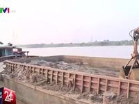 Tạm giữ tàu nghi xả thải xuống sông Hồng
