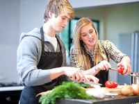 Sống thử trước hôn nhân: Nên hay không nên?