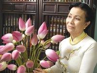 Cô giáo với bộ sưu tập hơn 200 bộ áo dài từ các tác phẩm văn học