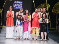 Tuần lễ thời trang quốc tế Việt Nam: 'Thổi' hồn dân tộc vào thời trang cao cấp