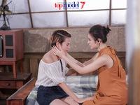Thùy Trâm Next Top Model khóc ngon lành trong vòng tay 'mẹ' Angela Phương Trinh