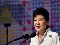 Tổng thống Hàn Quốc tuyên bố hợp tác điều tra bê bối chính trị