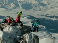 Thót tim với môn thể thao mạo hiểm đi trên dây ở các đỉnh núi